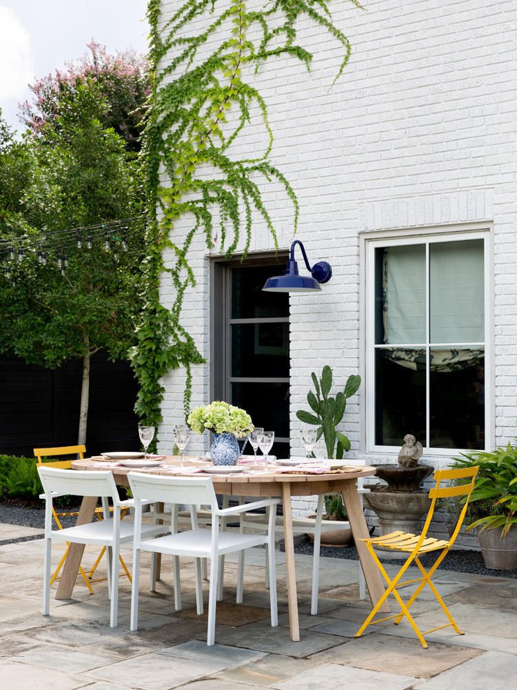 outdoor living The Rice Boulevard House, in Houston